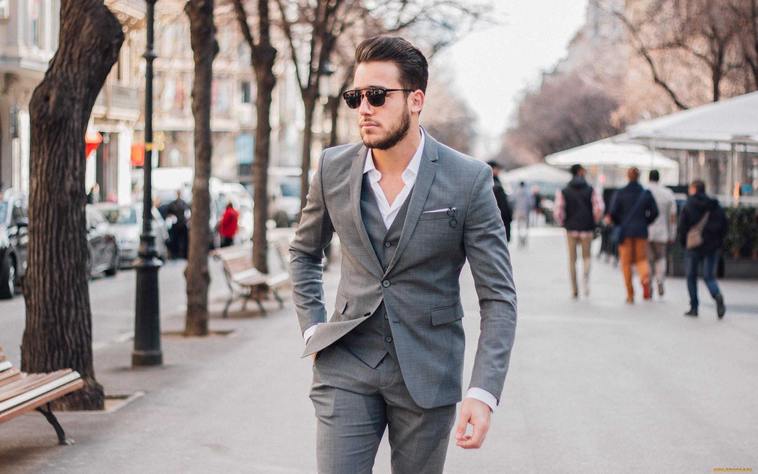 Картинка мужчина на улице